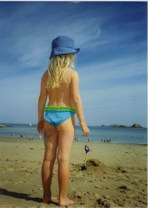 Anna_on_the_beach